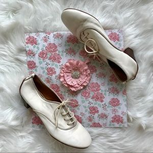 BCBG MAXAZRIA White Heeled Oxford Brogues